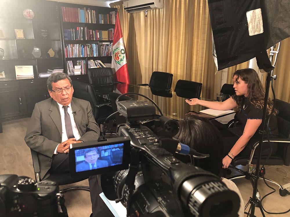 Jacquelyn Kovarik interviews Congressman Hernando Cevallos in his office in Lima, Peru